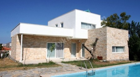 Detached Villa With Private Pool with Large Garden