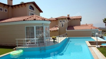 4 bedroomed luxury detached villa with 1300 sqm pool