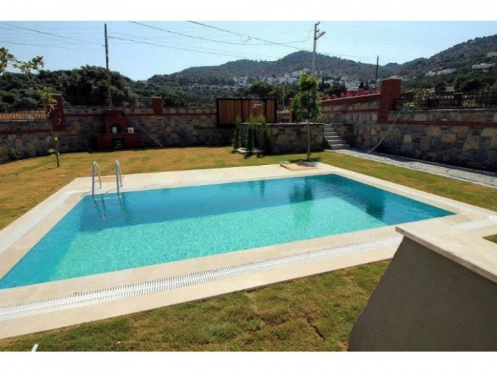 Detached Villa With Private Pool in Ortakent Bodrum