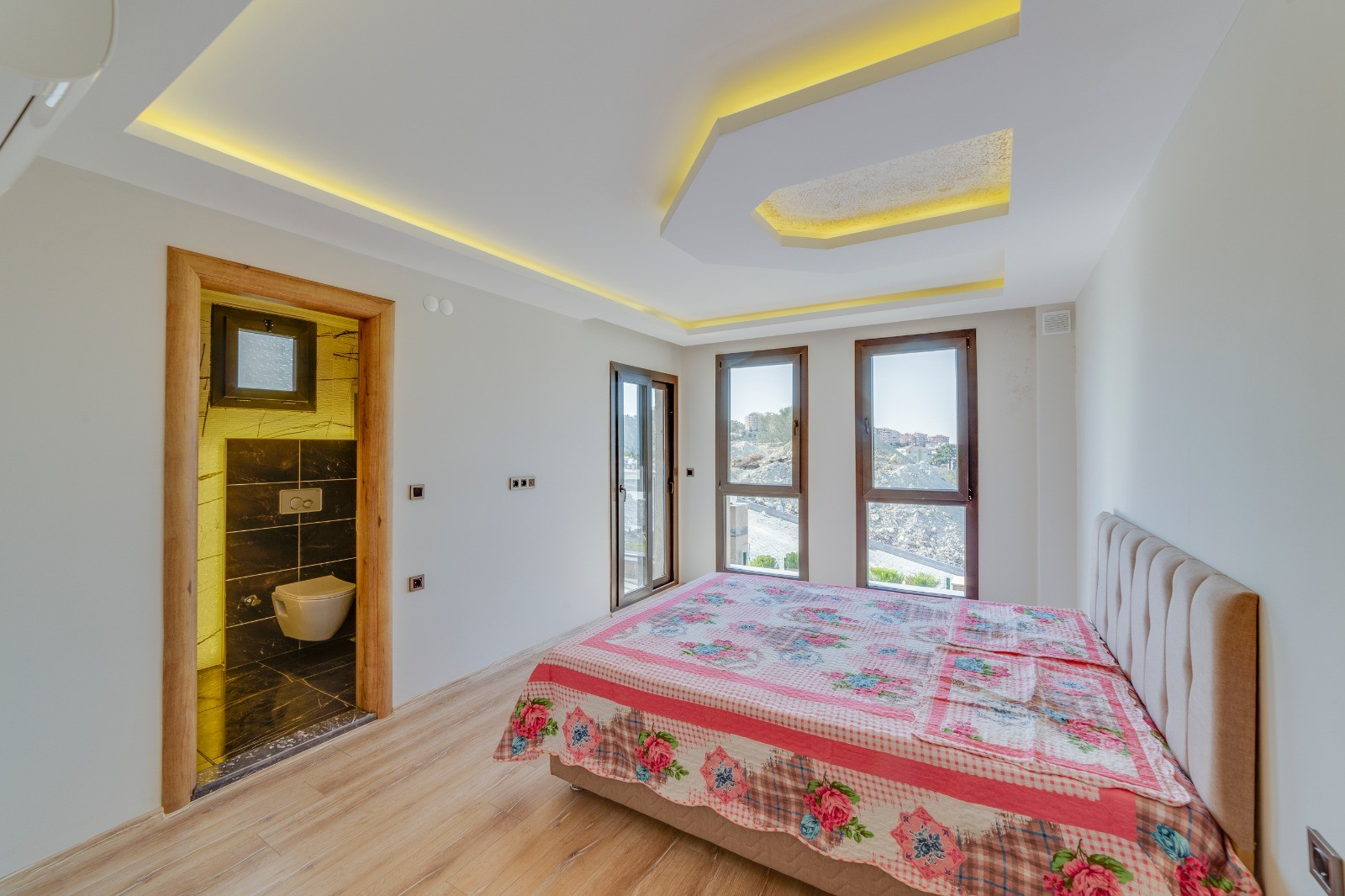 Brand New Apartments in a Complex Kusadasi